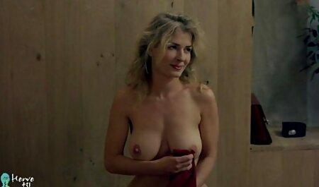 Kathia Nobili zieht deutsche sexfilme mit älteren frauen mit Füßen und Zehen