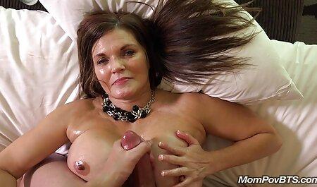 Dreier mit einer reifen deutsche pornovideos Frau.