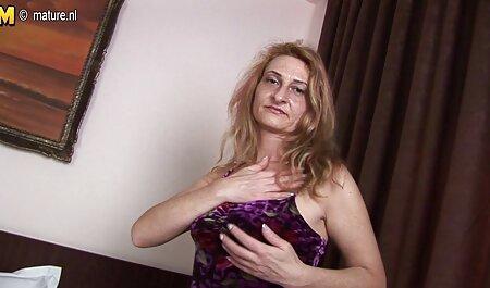 Die geile Brünette Marina schlürft einen großen steifen Schwanz sexfilme in deutscher sprache kostenlos