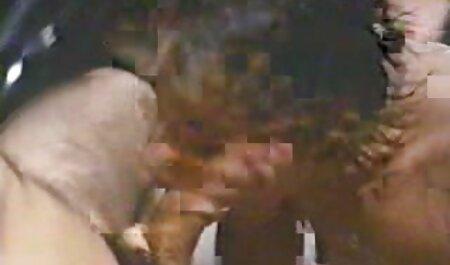 BDSM XXX Ballknebel kostenlose milfsexfilme devote Mädchen Arsch verstopft und gefickt