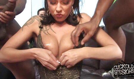 Schöne Latina wird von einem hängenden schwarzen pornofilme deutsche Schwanz gedehnt
