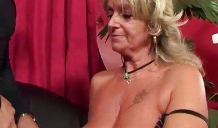 Ebenholz praller spreizt ihre Beine für kostenlose deutschesexfilme weißen Schwanz