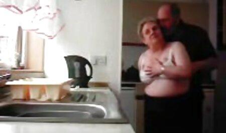 Süße Blondine mit rasierter Muschi in schöne deutsche pornofilme Netzstrümpfen mit großen Titten liebt einen harten Analfick