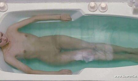Schüchterner Teenager, der deutsche alte sex filme ihre großen Brüste vor der Kamera zeigt