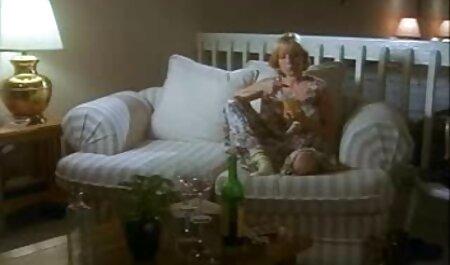 Jennifer breitet sich weit aus, um ein Spielzeug zu bekommen, deutsche fickfilme das die Muschi vergrößert