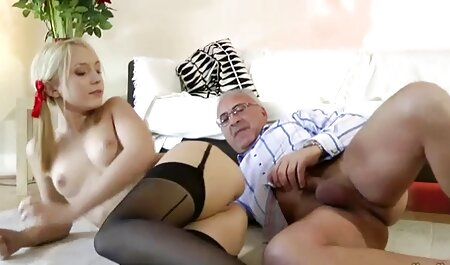 Twisted blonde deutschepornos schwarze Küken wird in ihrem saftigen Arsch auf der Couch gefickt