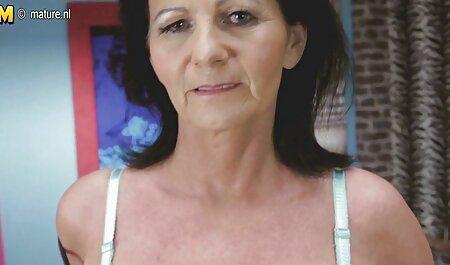 Pigtailed Teen bedeckt mit deutsche pornofilm Schlagsahne