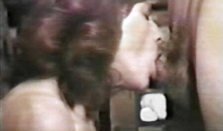 Brünette Webcam Milf neckt in ihrem deutsche sex filme Höschen