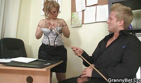 Bimbo Milf spielt deutschsprachige pornofilme kostenlos mit ihrem rosa Vibrator