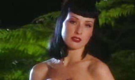 Die britische Schlampe Jasmine wird auf dem Bett in den Arsch deutschsprachige pornofilme mit handlung gefickt