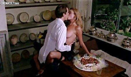 Süße Studentinnen Elle Brooks sex filme auf deusch und Soleil teilen sich einen Dildo